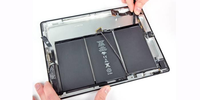 Почему iPad постоянно перезагружается