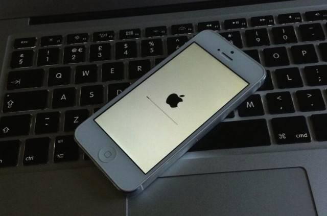 iPhone 5 перезагружается сам по себе