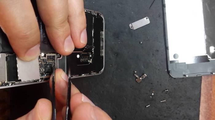 Почему греется Айфон 4
