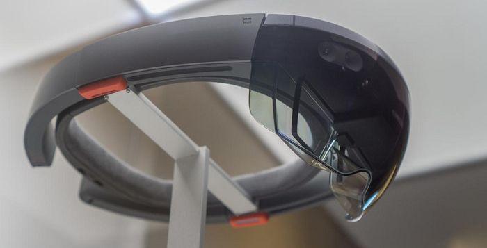Asus может выпустить свою версию Microsoft HoloLens