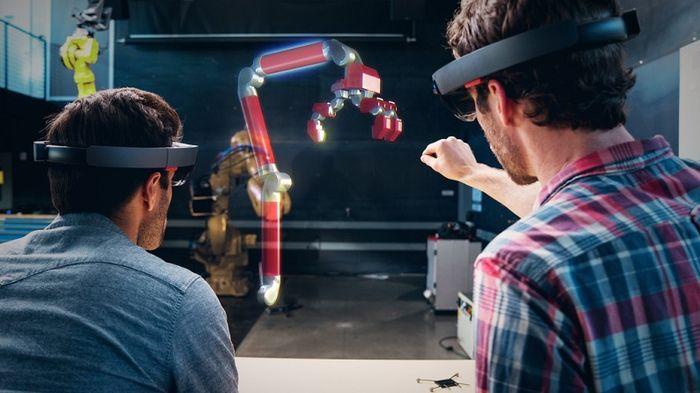 Microsoft сокращает 60 инженеров проекта HoloLens