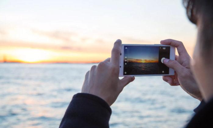 проверьте камеру смартфона