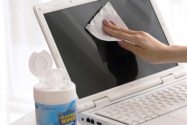 чистка ноутбука салфетками