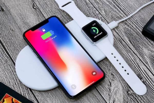 Apple iPhone X на зарядке