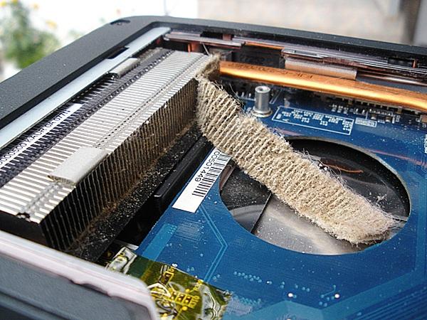 И так до тех пор, пока на решётке системы охлаждения не образовывается так называемый «валенок» — скопившаяся и уплотнившаяся пыль