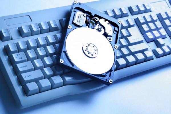 Чтобы компьютер перестал тормозить нужна дефрагментация жесткого диска