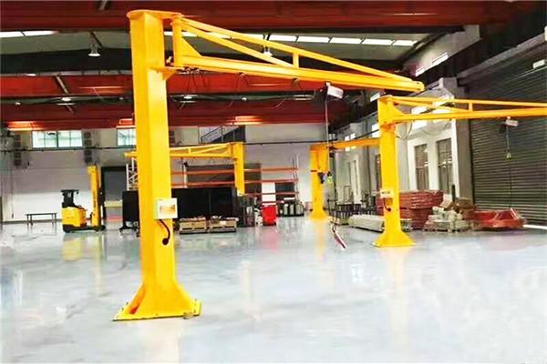 Краны на колоннах для мастерских